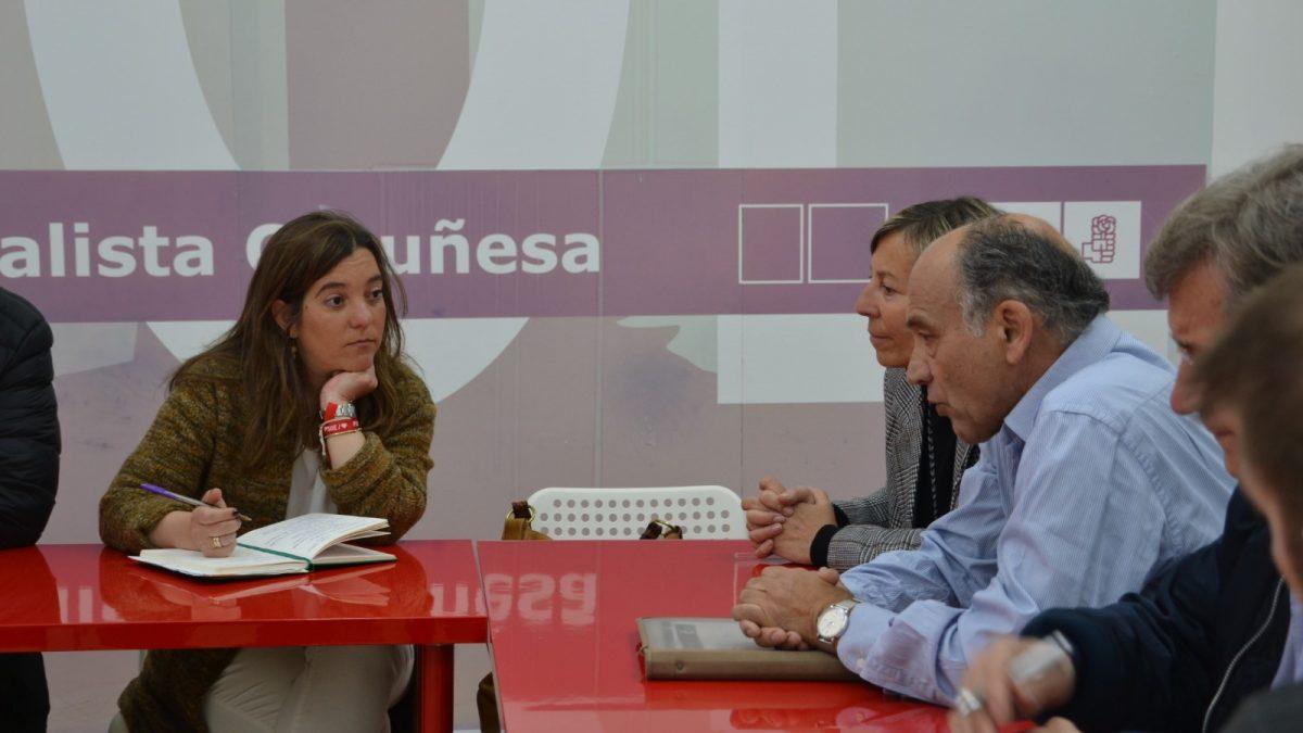 Inés Rey reunida con la AA. V Orzán
